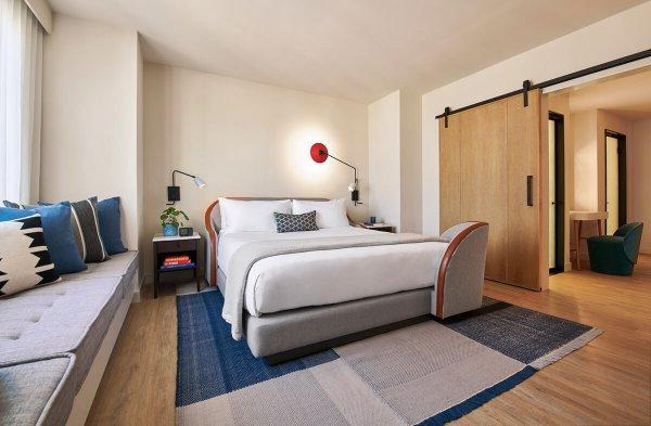 King bed hotel room Nashville